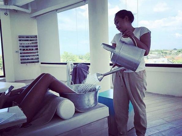 girls pampering in canggu, bali - spring spa